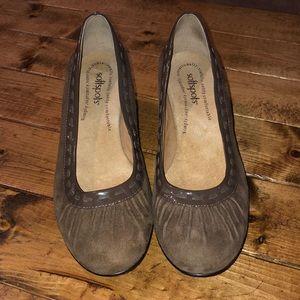 Softspots Taupe Grey Suede Heels- Stitching design
